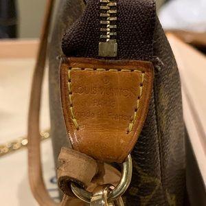 Louis Vuitton Bags - LV Pochette MM w/ LV strap